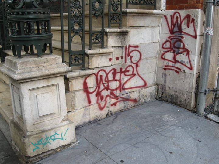 Ev Grieve Someone Tagged The 1832 White Marble Stoop Of The