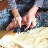 création fabrication maison halloween avec enfants facile objets récup' chauve souris
