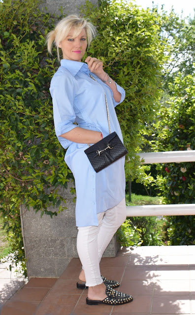 abito camicia abbinato a jeans skinny bianchi come abbinare i jeans bianchi  how to wear shirt dress how t o combine shirt dress outfit primaverile outfit primavera 2019 abito abbinato a pantaloni mariafelicia magno fashion blogger colorblock by felym fashion blogger italiane fashion bloggers italy colorblock by felym  blogger italiane con cane