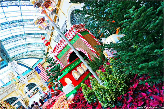 Holiday Glamour 2017 del Hotel Bellagio: Farolas en la Estación del Polo Norte
