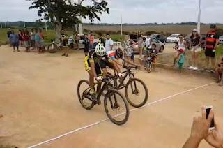 http://vnoticia.com.br/noticia/3191-brutalidade-aflorada-andarilhos-e-ride-bike-iniciam-campeonato-de-montain-bike-em-sfi