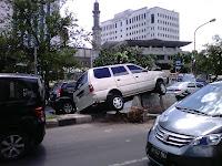https://asiarairawan.wordpress.com/2012/03/23/kecelakaan-mobil-di-depan-walikota-jakarta-barat/