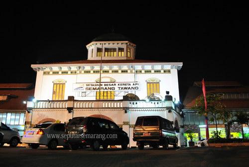 Foto Stasiun Tawang Semarang Malam hari
