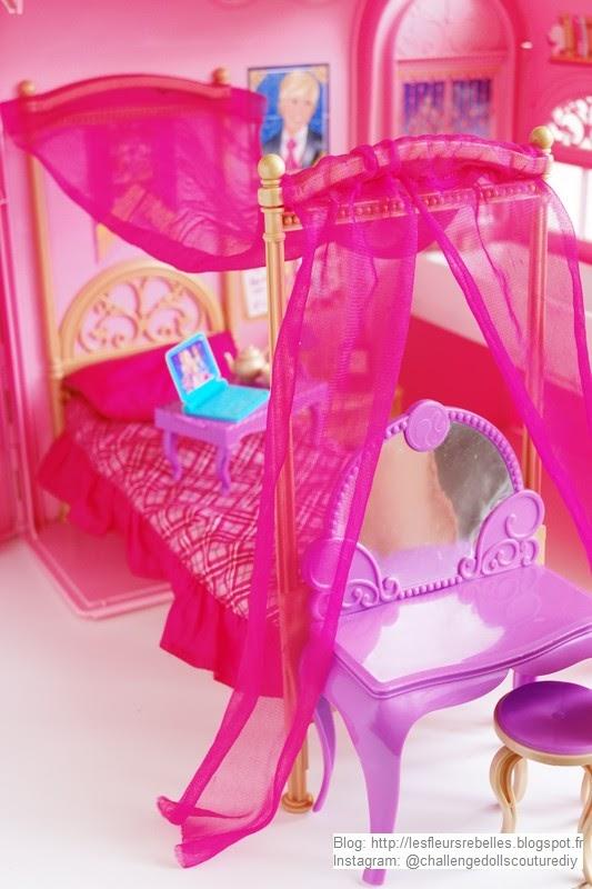 Maison pliable Barbie Chambre Magique vue lit et coiffeuse