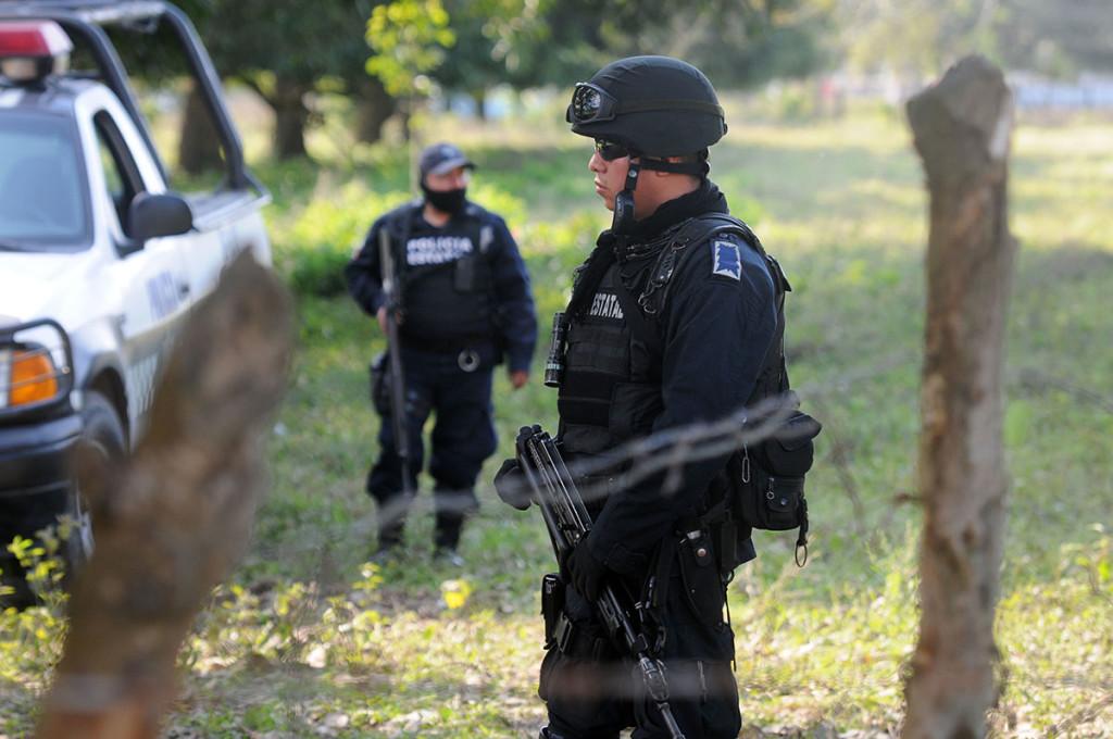 Hallan 6 cuerpos embolsados y quemados en Veracruz; 3 son de estudiantes desaparecidos