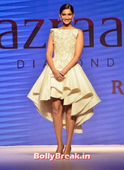 Sonam Kapoor walks on ramp at IIJW 2014, Sonam Kapoor Pics in White Gown Dress at IIJW Fashion Show 2014