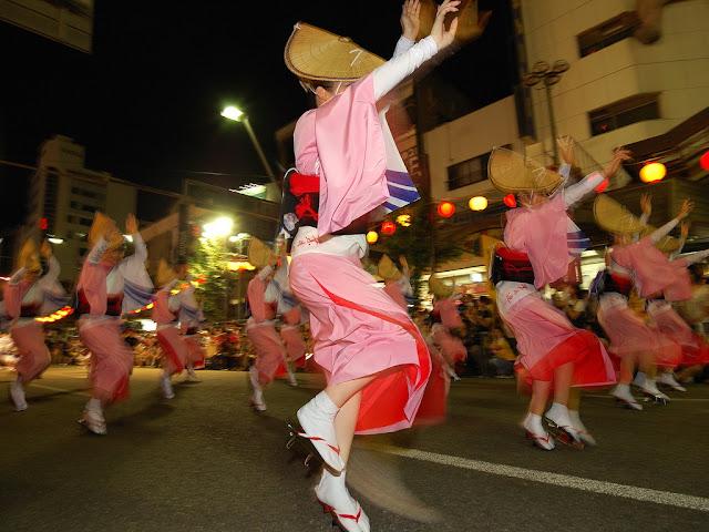 "Danse traditionnelle japonaise ""Awa Odori"". Phot par Rosino (CC)"
