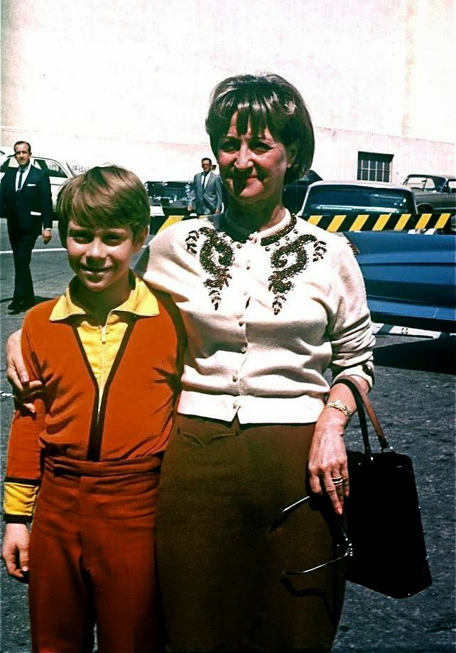 Bill Mumy and his mother on the set of Lost in Space randommusings.filminspector.com