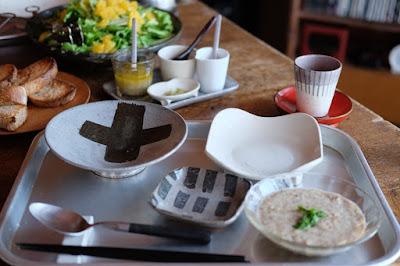 月日工房で工芸と喫茶ひとつ石で使う器の打ち合わせ後のランチ