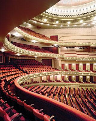 4ee342a293 História e Arquitetura  Iluminação devolve glamour ao Teatro ...