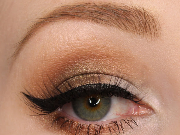 Kiss My Sass Eyeshadows - Minx, Sweet Tea, Tarnished Halo and Coma White Swatches & Review