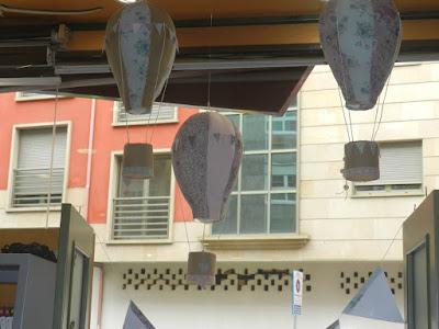 globos de telas para escaparate de primavera