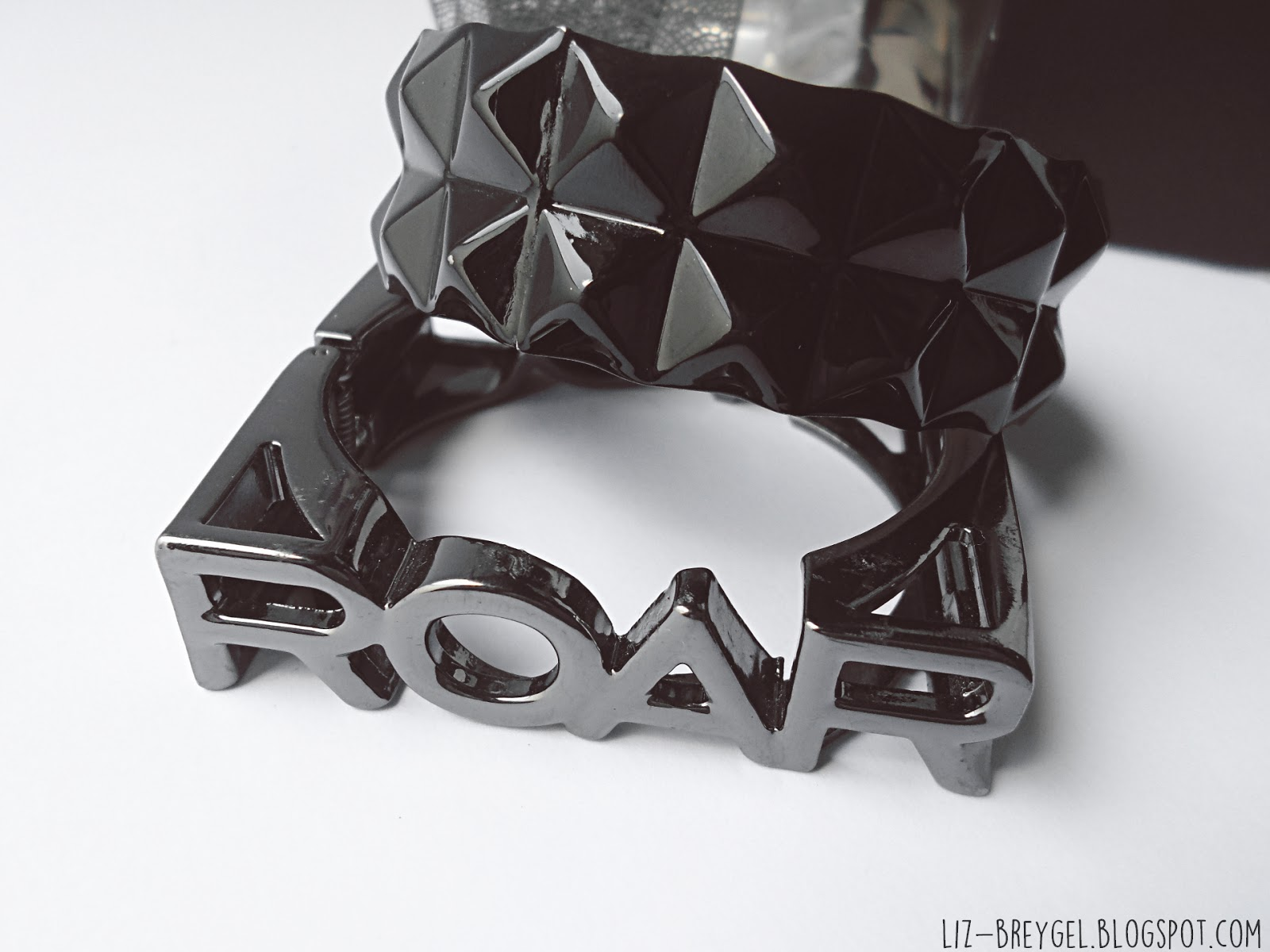 Claire`s Bracelet `ROAR` by Katy Parry Black Pyramid Studded Metal Bracelet liz breygel blogger favorites jewelry fashion haul review