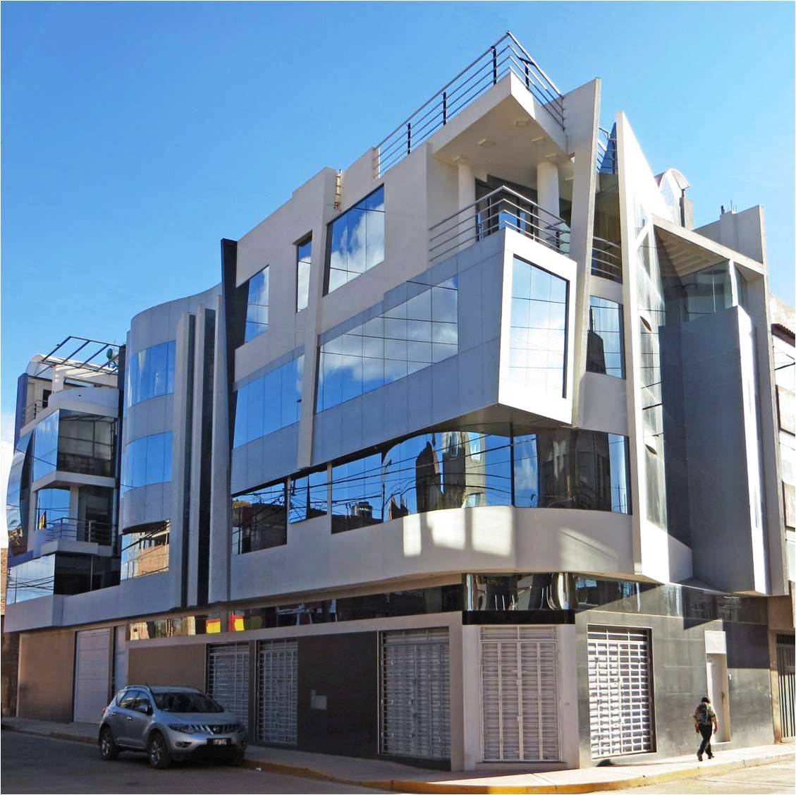 Fachadas y casas fant stica casa habitaci n y tienda for Fachadas de casas de 3 pisos modernas