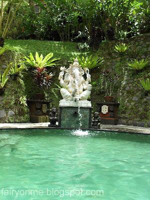 Villa_Sarna_poolside