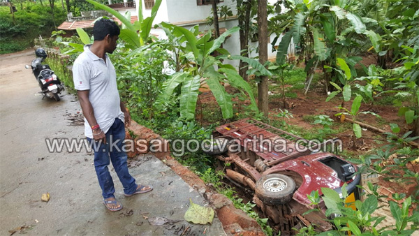 Kasaragod, Kerala, news, Driver, Injured, hospital, Treatment, Accident, Driver seriously injured in Lorry accident