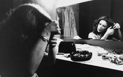 Beth Carvalho em camarim antes de show no Rio de Janeiro em 1979 — Foto: Estadão Conteúdo/Arquivo