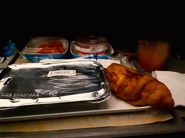 breakfast on board garuda indonesia