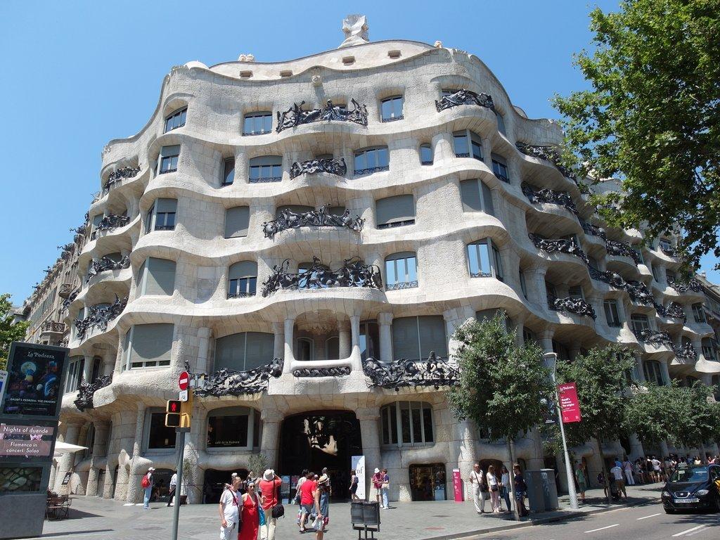 清清的世界旅行圖鑑: 西班牙 巴塞隆納 (Barcelona) 米拉之家 (Casa Milà)