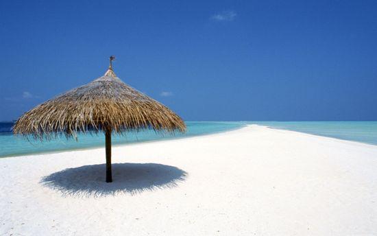 Pantai cantik, pasir putih tapi panas