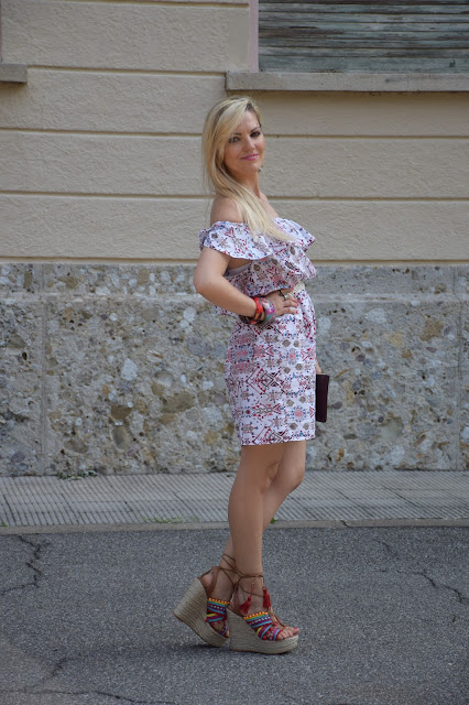 outfit abito off the shoulder come abbinare un abito off the shoulder abbinamenti abito off the shoulder outfit agosto 2016 outfit estivi blogger mariafelicia magno fashion blogger color block by felym fashion blog italiani fashion blogger italiane blog di moda blogger italiane influencer italiane