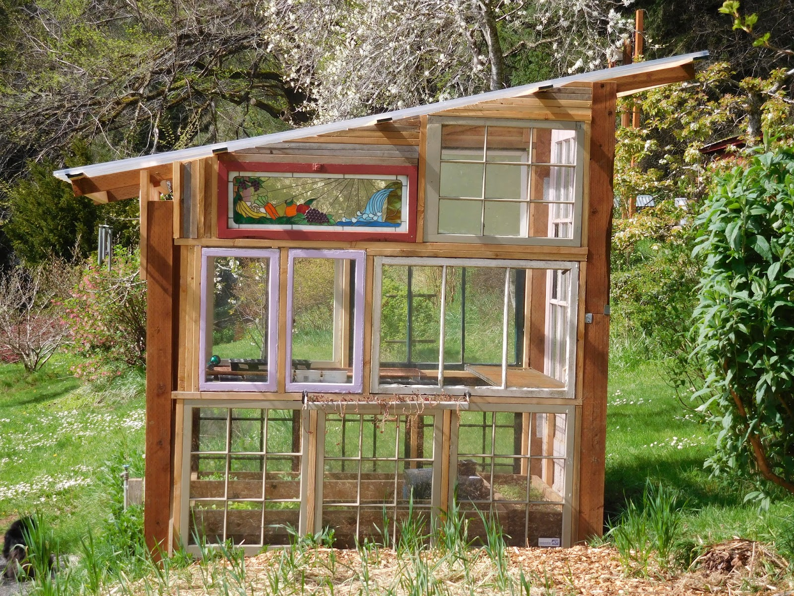 Glass window greenhouse a mountain hearth for How to make house green