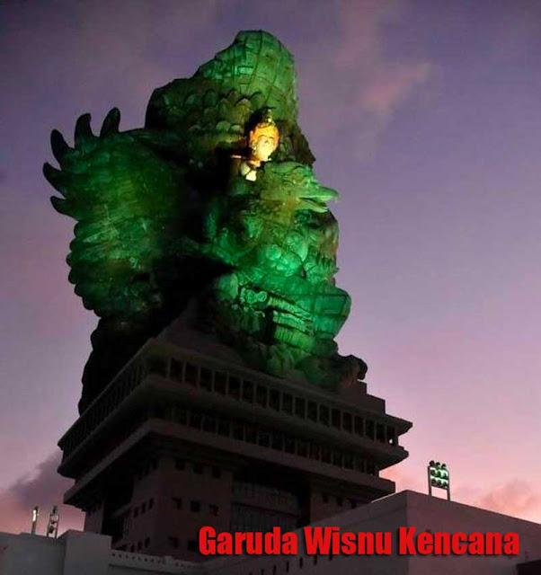 Foto Patung Garuda Wisnu Kencana