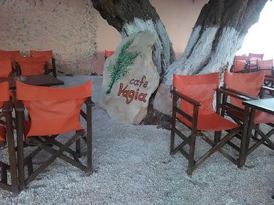 IaTriDis Cafe  Vagia Λογότυπο σε πέτρα