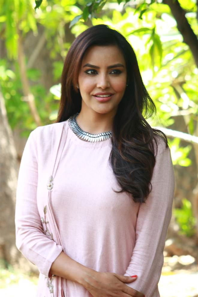 Priya Anand Age, Height, Family, Husband, Biography, Wiki, Affairs