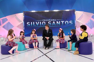 Silvio Santos com elenco de Carinha de Anjo - Foto Lourival Ribeiro_SBT