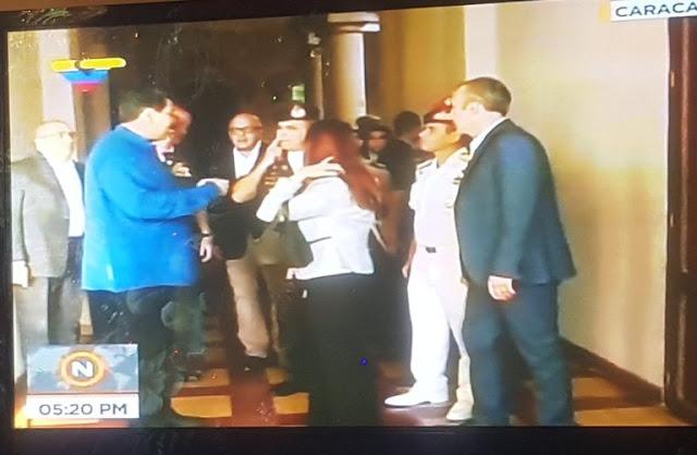 """¡En Miraflores no faltó """"PERNIL""""! Maduro cada vez más obeso mientras la población anda en el hueso"""