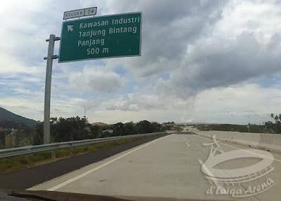 rambu petunjuk keluar tol via Lematang (km 74)
