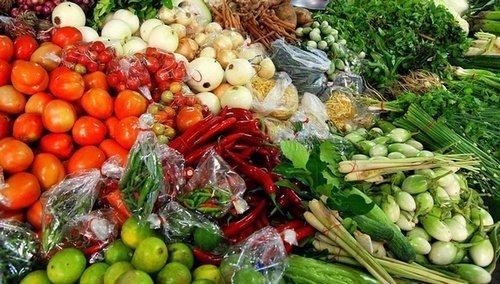 Berbagai Macam Sayuran Dijual di Pasar