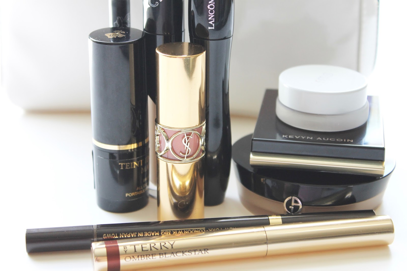 ONLY THE ESSENTIALS: PACKING JUST 10 MAKEUP PRODUCTS