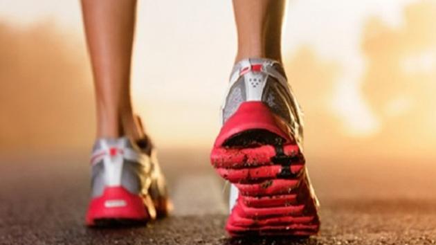 Conseguir unas zapatillas para correr, y no morir en el