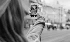 filmando vlog selfie foto video youtube preto branco