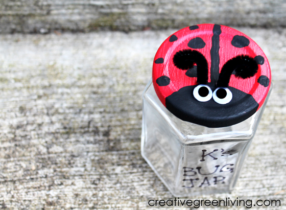 Easy ladybug craft idea with empty recycled jar: Turn it into a cute bug catcher. This is the perfect craft idea for kids in preschool or kindergarten and up. This creative DIY STEM project will get kids out in the garden looking for bugs to study insects. The painting is simple and uses waterproof nontoxic paint to make it easy to use outside.