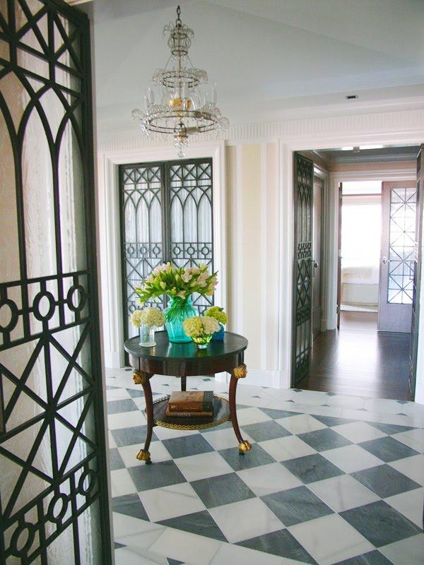 Blanco Interiores O hall da mesa redondaThe round table foyer