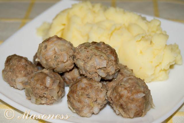Тефтели мясо-крупяные с картофельным пюре