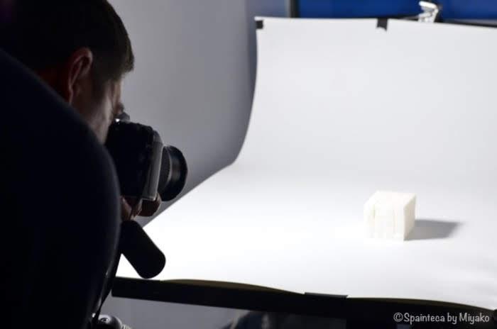 カメラ教室で角砂糖を撮影中