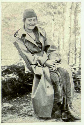 Lj. Cakarevic, forced her way dressed in soldier's uniform through the Bulgarian skirmishing lines.