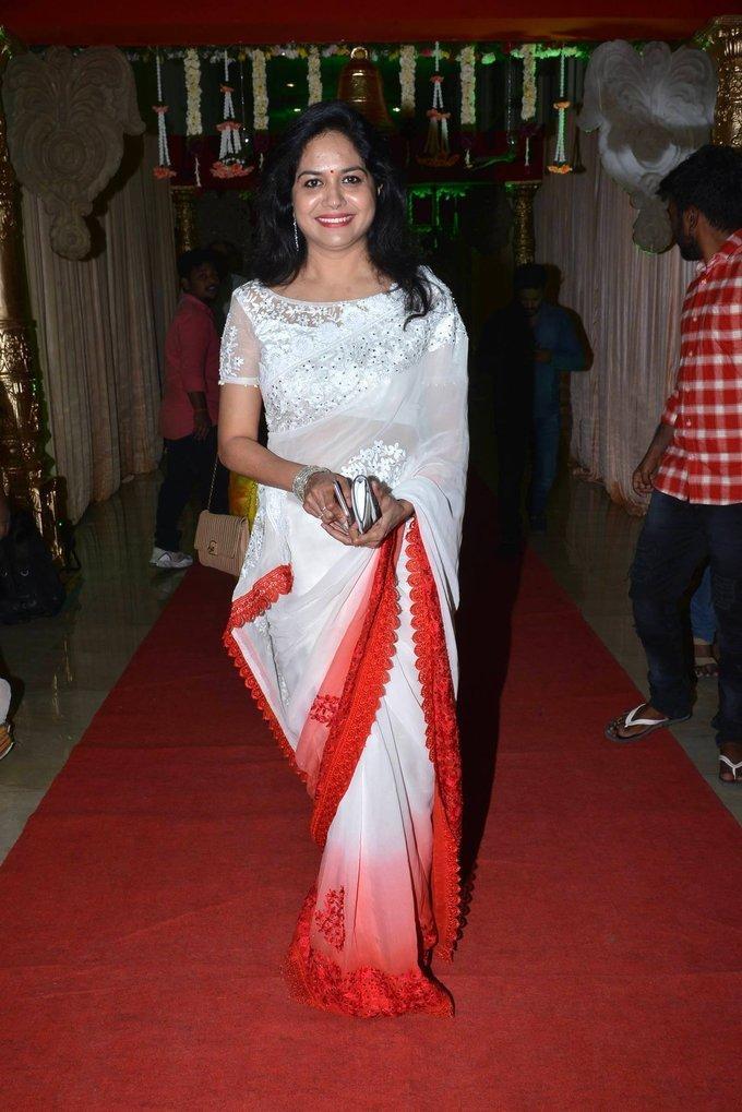 Telugu Singer Sunitha In White Saree At Wedding Reception