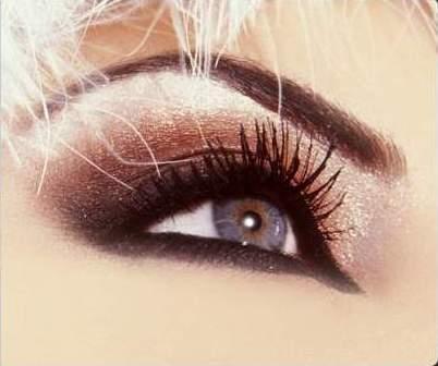 66975d435f95f لا شك أن العيون المشرقة تخطف أبصار الناظرين، سواء كانت ضيقة أو متباعدة عن  بعضها البعض أو بكل بساطة صغيرة للغاية. ومن خلال مكياج العيون الصحيح تستطيع  كل ...