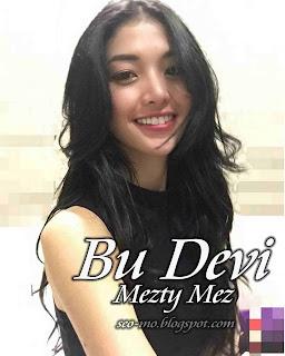Foto Anak Jalanan Mezty Mez sebagai Bu Devi