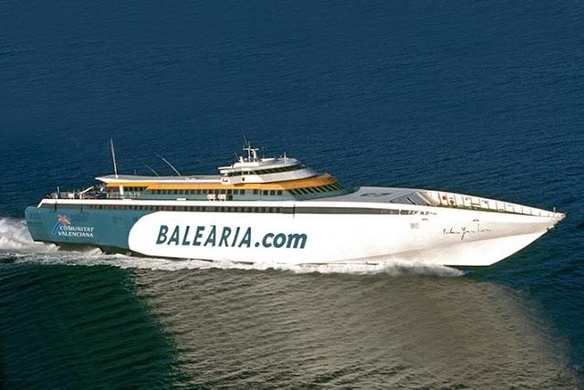 De ferry até Ibiza