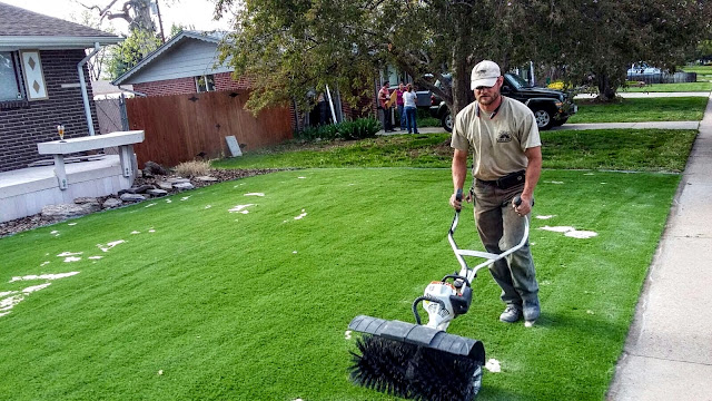 How to Get the Best Solution for Artificial Grass Landscaping in Your Lawn?