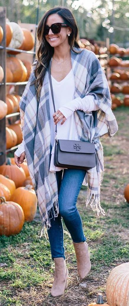 trendy outfit idea : palid scarf + white top + bag + skinny jeans + boots