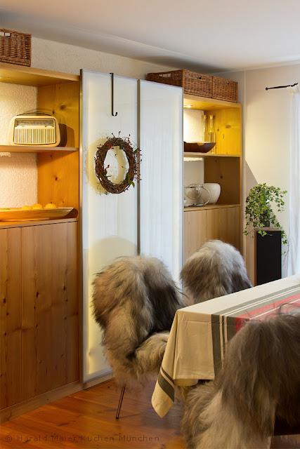 wir renovieren ihre k che einbauschrank mit glast ren. Black Bedroom Furniture Sets. Home Design Ideas