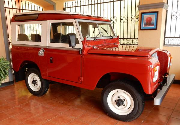Fully Restored 1974 Land Rover 88