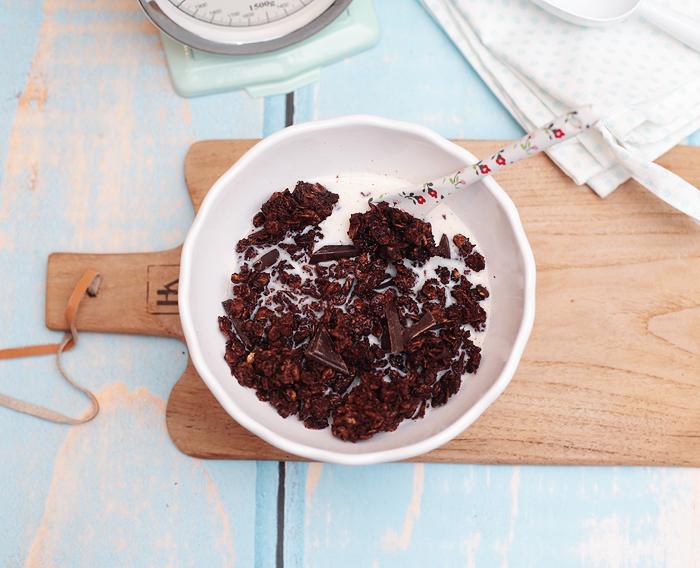 Selbstgemachtes Granola Schokolade Frühstück Müsli Kokos